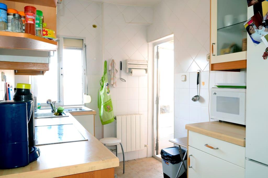 Alquiler amplio/baño, MetroL1,centr