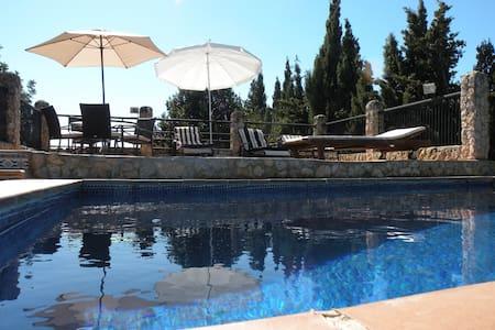 Casa con jardín y piscina - Palma