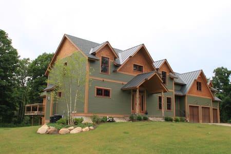 Legends BNB  Entire Lodge $695 - Barkhamsted - Aamiaismajoitus