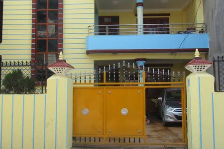 Suraj and Sara's Ecofriendly Home - Haus