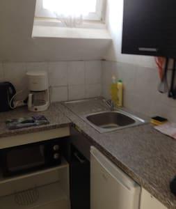 Ein Zimmer mit zwei einzelbetten  - Diez - Wohnung