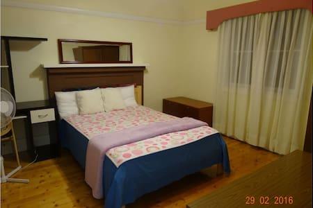 Sunny room facing garden for couple - Ev