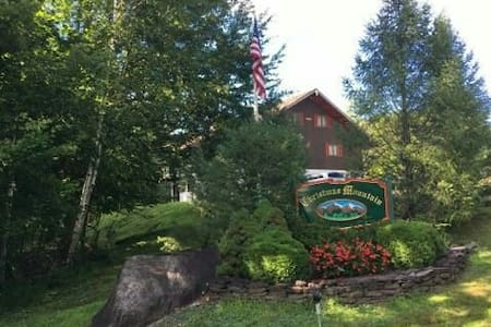 Spacious condo close to all White Mtn ski resorts - Faház