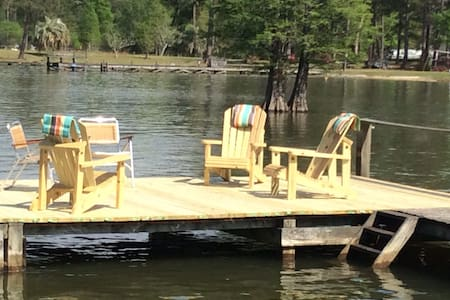 Relax at the Lakehouse with a dock - House