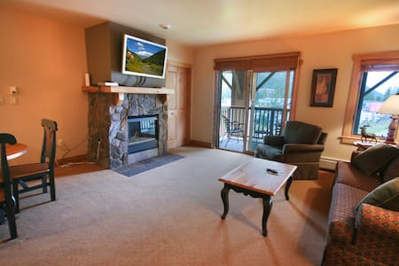 GREAT SKI CONDO. Next to Gondola. - Apartamento