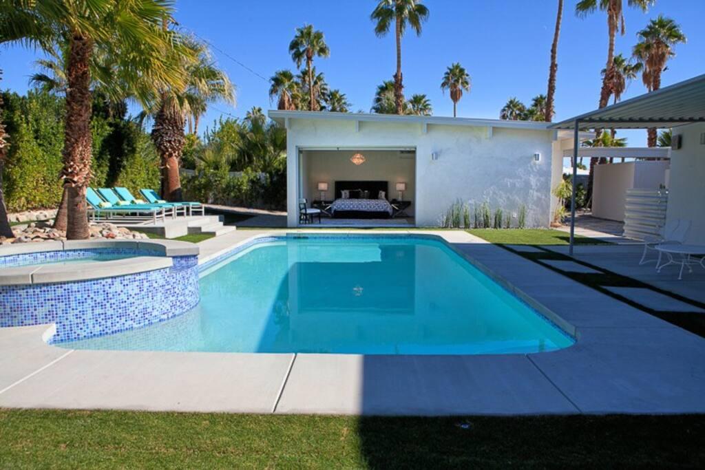23 Palms - Stylish Mid Century Home