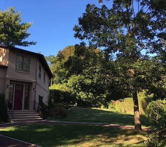 Cool House on Quiet St. with Views - Ossining - House