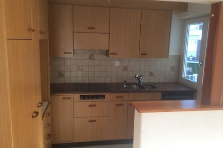 Beautiful 4.5 room apartment at central location - Wollerau - Wohnung