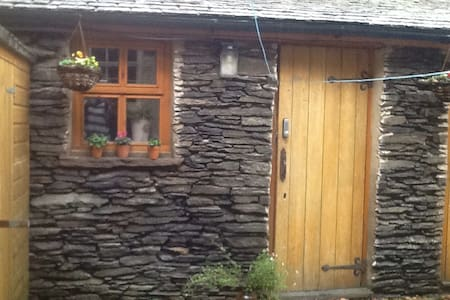 Lovely converted outhouse-twin beds - Windermere
