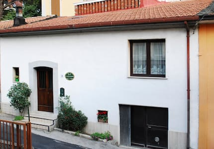 The house B&B Le Stanze dei Nonni - Bed & Breakfast