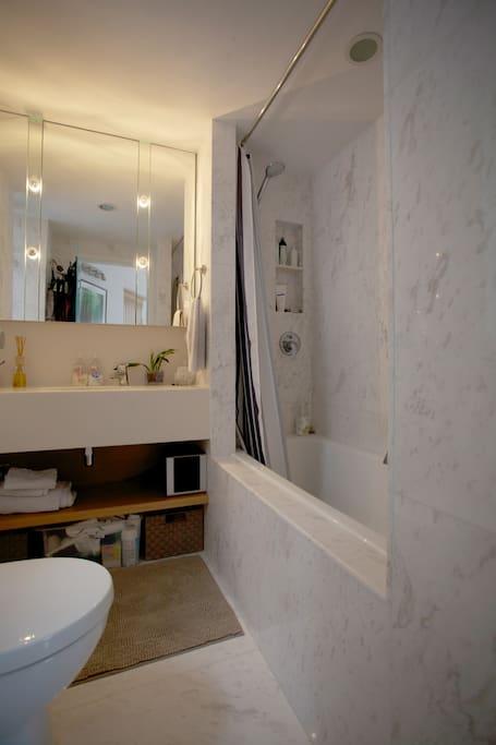Bathtub/Shower, Vanity Mirror, Marble Flooring