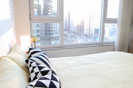 Bright & Cozy studio w/ city view