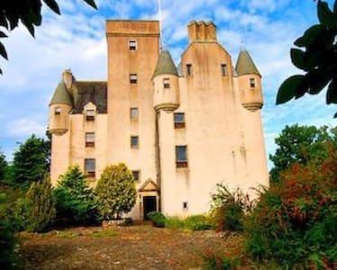Castle Leslie , Insch B&B - Castle