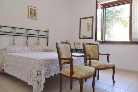 CAMERA DOPPIA CON BAGNO PRIVATO - Bed & Breakfast