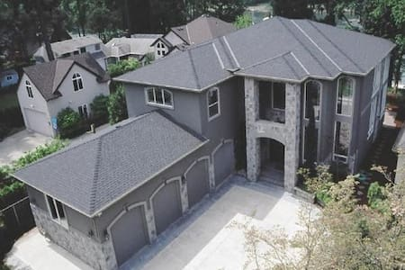Riverfront luxury Available 7/3 on! - Portland - Maison
