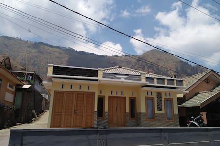 Villa Ricky 2 Near Mountain Bromo - probolinggo - Hus