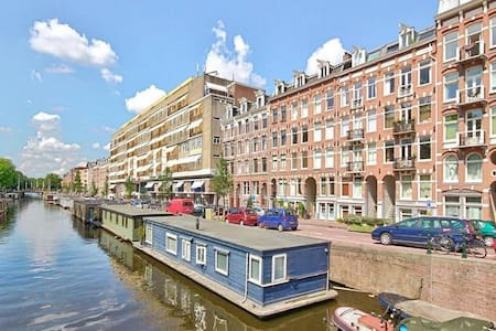 Sunny apartment on canal (center)