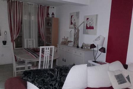 petite maison proche de carcassonne - Hus