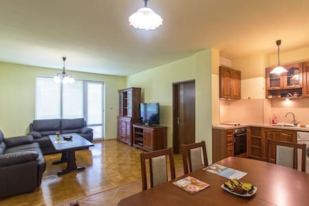 Sunny, newly-furnished private room - Sofia - Apartment