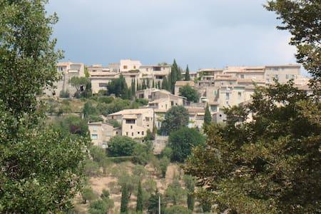 Séjour dans la campagne provençale - Lurs - Rumah