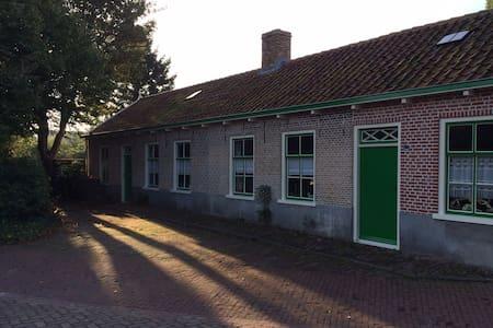 Authentieke dubbele Zeeuwse woning - Oudelande