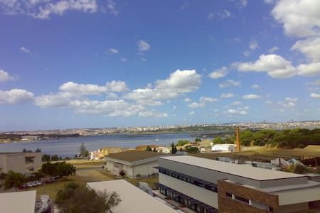 Amazing view over the river &Lisbon - Seixal - Apartment