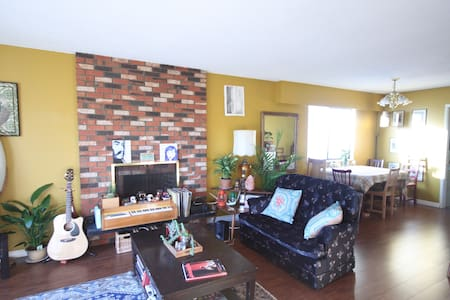 East Vancouver at it's best! Share our bohemian style home in the heart of Mount Pleasant. We love our hip neighbourhood and our awesome city.