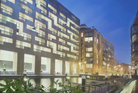 Chelsea - Riverside Apartment