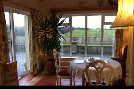 Four Winds B and B - Bed & Breakfast