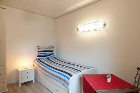 Modern ausgestattetes Einzelzimmer - Hus