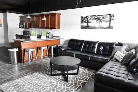 Harrison Lofts: A Modern Getaway Place! - Farmington