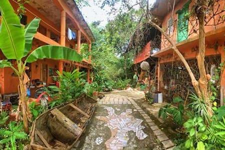Habitación ecocultural en Centro Cultural Miches. - Bed & Breakfast
