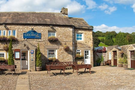 Private Room at The George Inn 1/2 - Thoralby, near Aysgarth - Bed & Breakfast