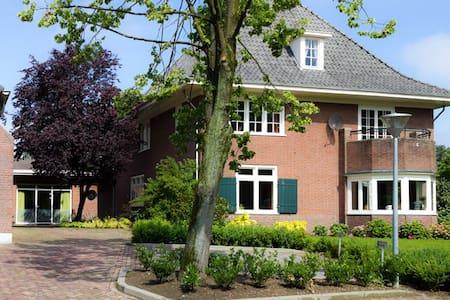 Rustige ruime kamer dichtbij Arnhem - Westervoort - Szoba reggelivel