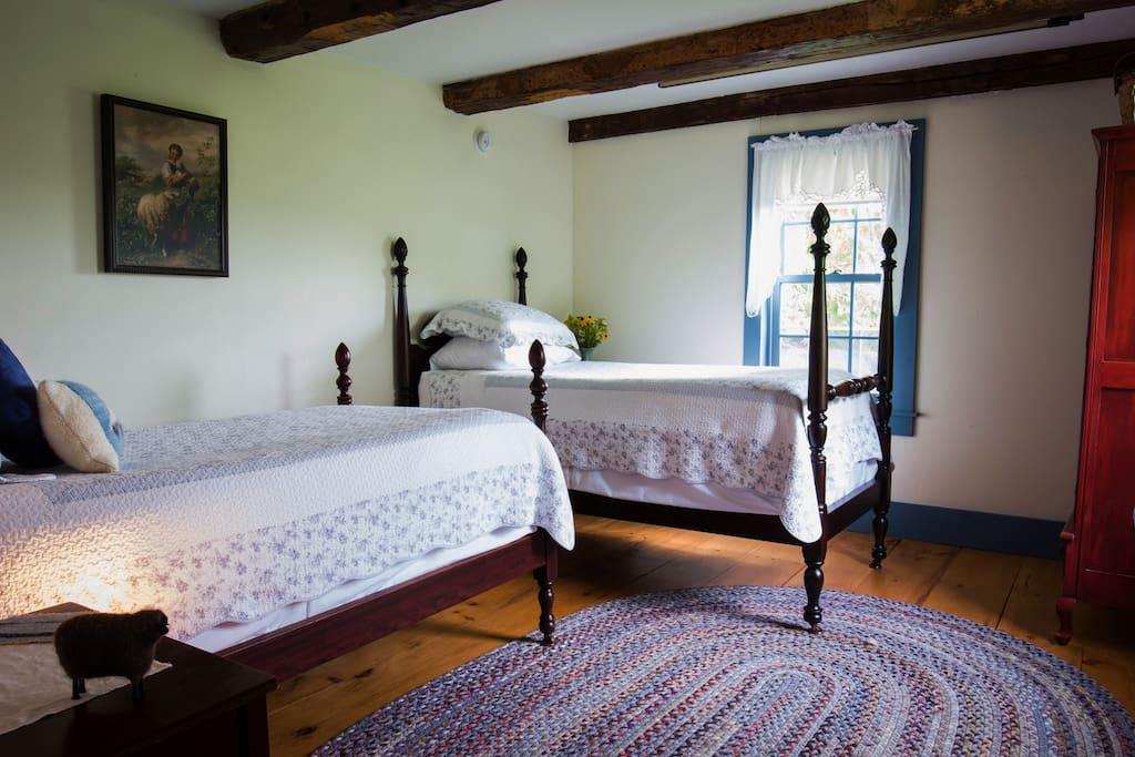 Twin Bedroom with antique four poster beds.