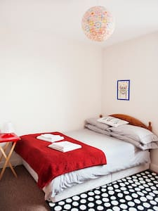 We live in a lovely modern house close to the city centre (20 mins or Bus in no time), on a quiet street in an authentic part of Dublin.  Available to rent is a nice double room, private bathroom and shared living and kitchen space.