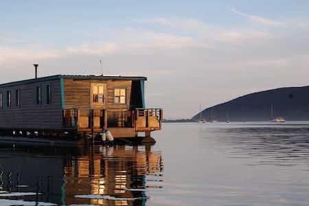 Knysna Houseboat Myrtle - Knysna