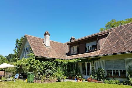 Villa-WG mit Garten - Rumah