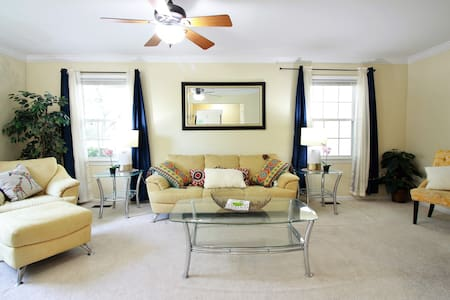 Chic 3bdrm minutes to DC & metro - House