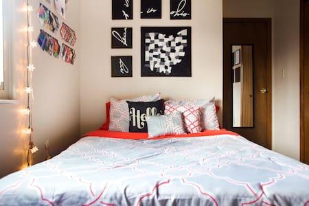 Private Room in Artist's Home - Casa