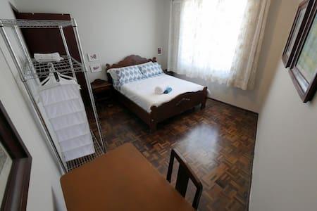 Tudo que você precisa no centro de Curitiba. - Curitiba - Apartamento