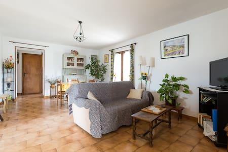 Gite dans maison provençale - Taillades - Apartment