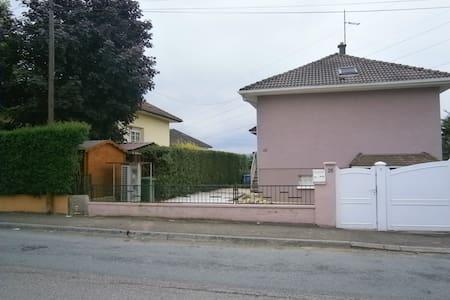 Maison proche commodité 4 chambres 106m² - House