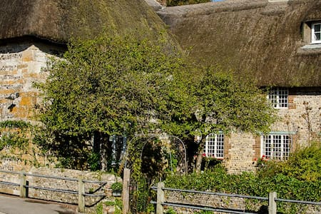 Tudor Cottage Bed & Breakfast - Frampton