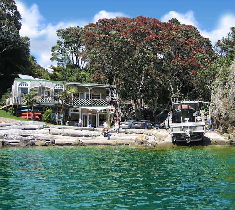 Maraehako Bay Retreat Absolute Seafront Accomodation