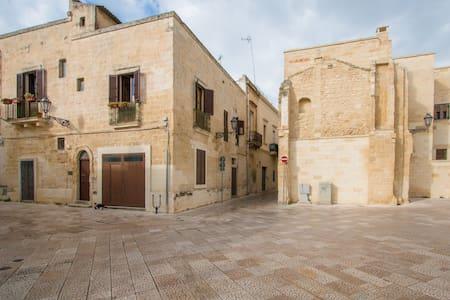 Lecce, Corte dei Mesagnesi bianca