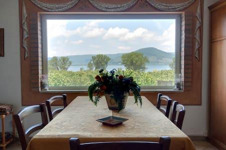 La Finestra sul Lago B&BRoma-Viterb - Ronciglione - Bed & Breakfast