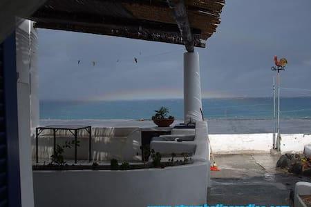 Casa Liù panoramica fronte spiaggia - Stromboli