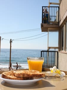 Beach Front Apartment! - Merewether