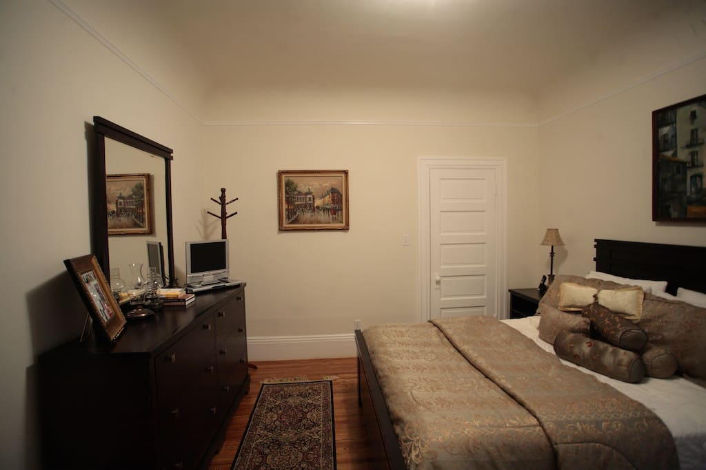 GORGEOUS FLAT IN GREAT LOCATION